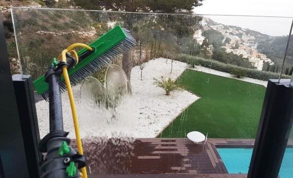 limpieza cristales pertigua agua pura 10