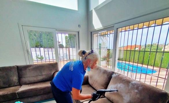 servicio de limpieza de sofa en calpe