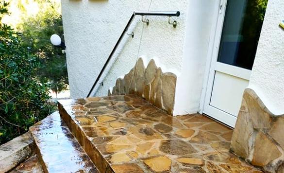 limpiar suelo de piedra exterior