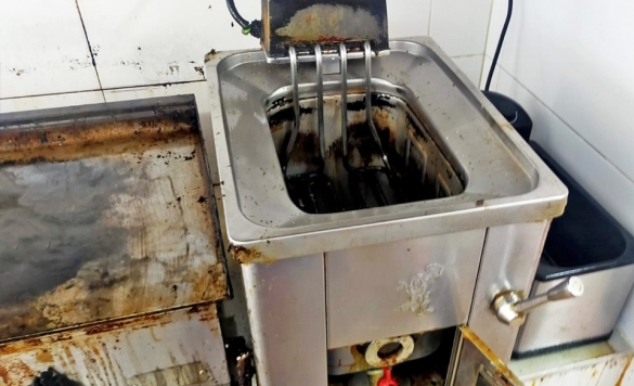 limpiar freidora cocina en calpe