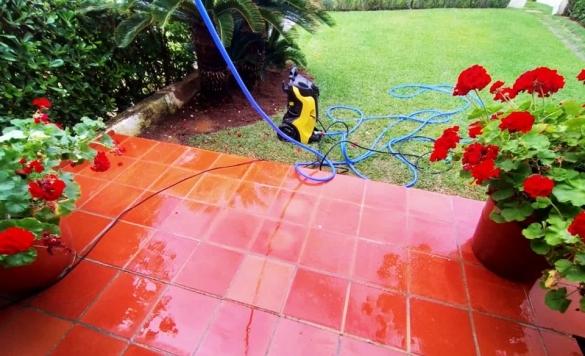 limpiar suelo de terraza rojo en calpe