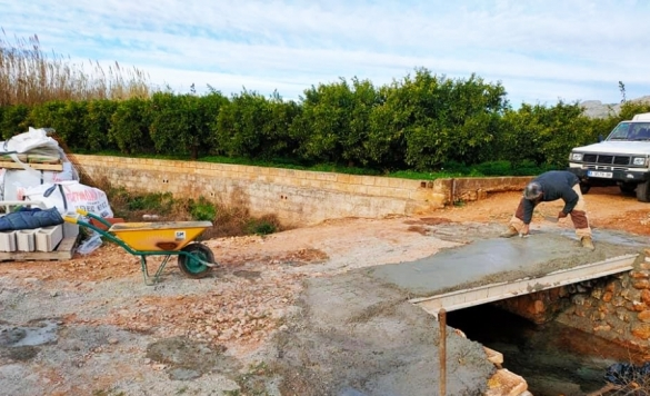 ampliacion y reforzado de puente en rio