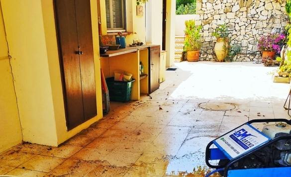 limpiar baldosas de terraza exterior