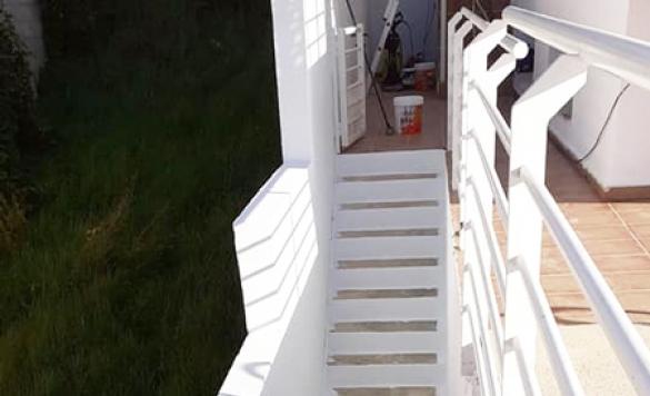 restauracion y pintado de escalera
