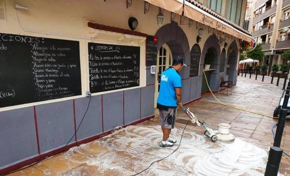 limpieza de terraza con maquinaria 2