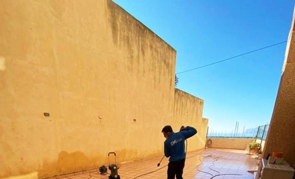 limpieza de terraza con maquina presion