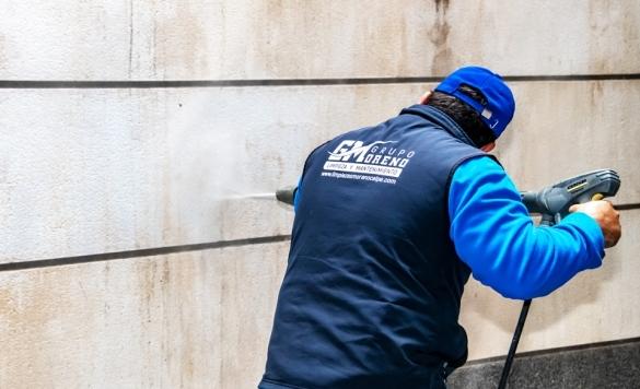 limpiar el pared del garajes calpe